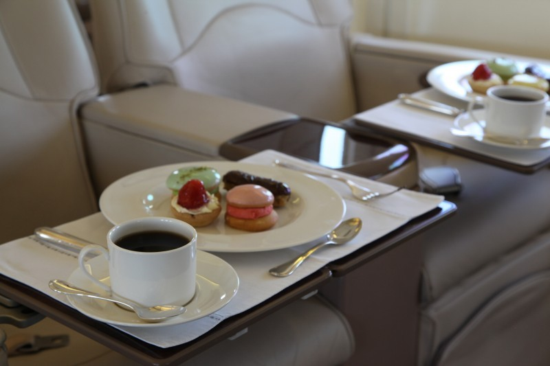 VIP B737 – Enjoy Dessert & Coffee