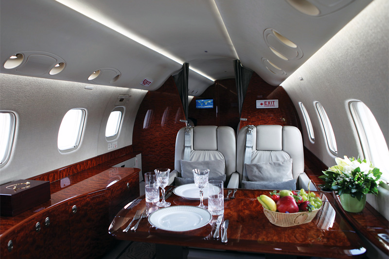 Legacy 600 – Breakfast on Board