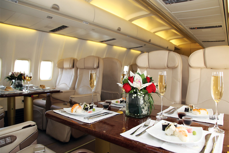 VIP B757 – Dining Onboard