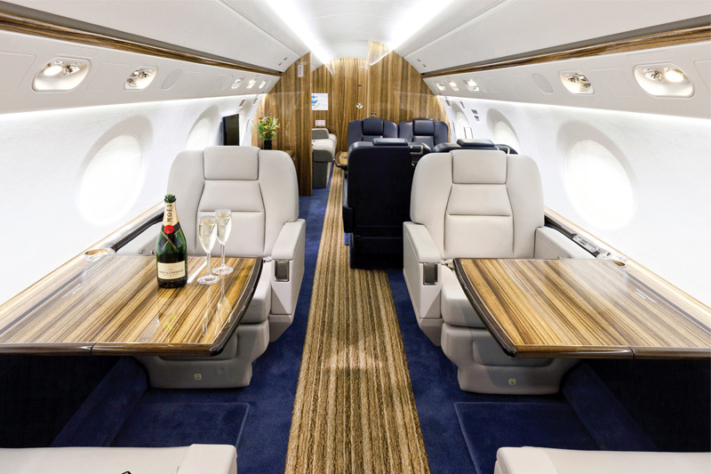G550 – Club Seats w/ table