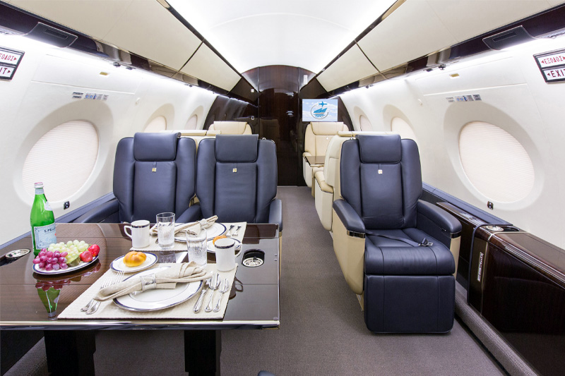 G650 – Dining on Board