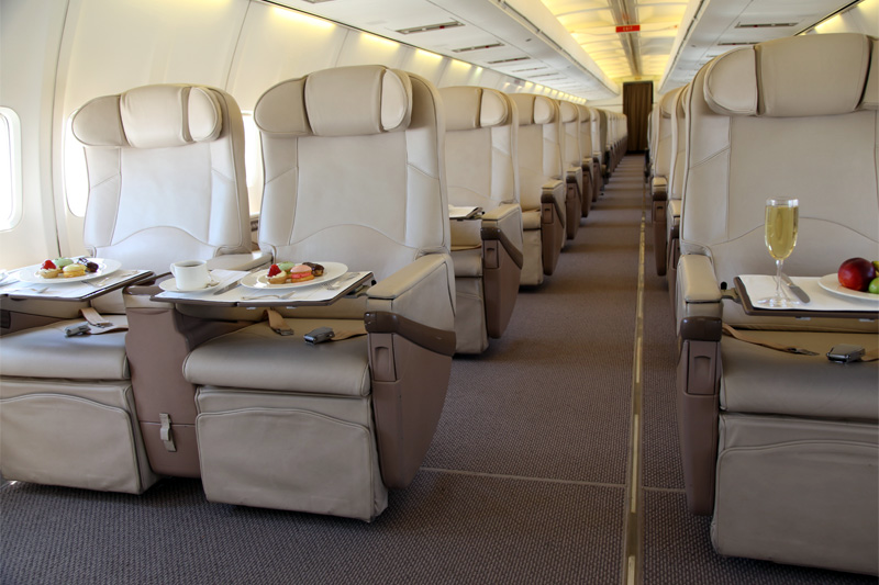 VIP B737 – Club Seats w/table