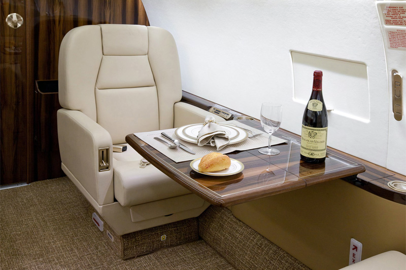 G450 – Club Seat w/table