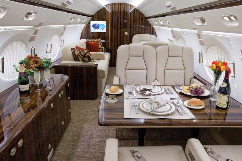 G450 – Dining Onboard